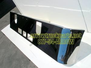 Mack CHN613 Set Forward Axle '05 & up Bumper: Chrome W/ Square Fog Light Holes