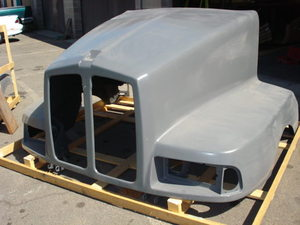 Kenworth T600 Hood: '97 -'06 1 piece to replace 3 piece