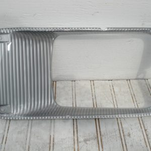 International / Navistar 4700/4900 /8100 / 8200 / 8300 / 9400 (96 and prior) Headlight Bezel: Left